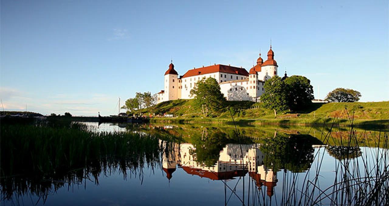 Mellan sjöarna Läckö slott